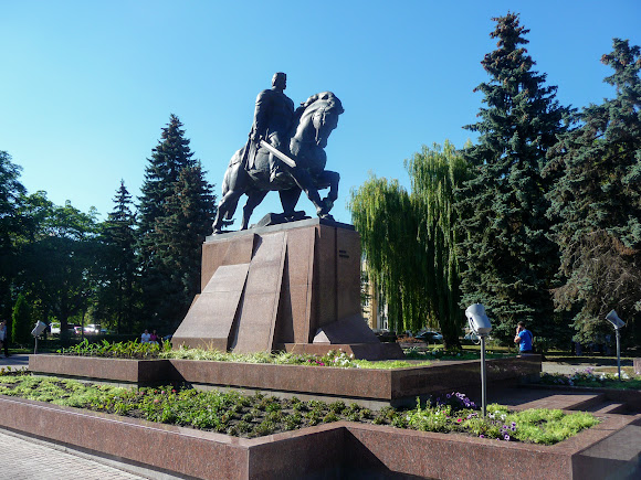 Тернополь. Конная статуя Данилы Галицкого