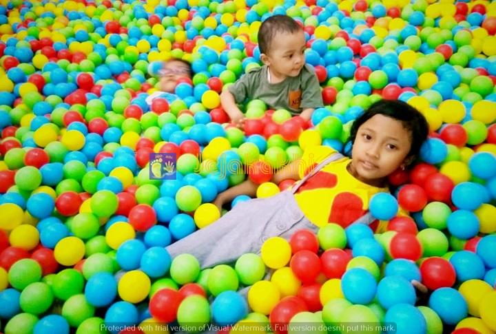 Harga Tiket Masuk Wisata Selfie The Centrum Million Balls Bandung
