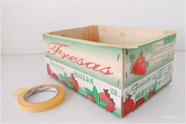 caja-fresas-reciclada-diy-almacenaje-zapatillas-casa