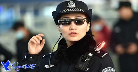 Seperti di Film, Polisi China Gunakan Kacamata Canggih Pendeteksi Penjahat