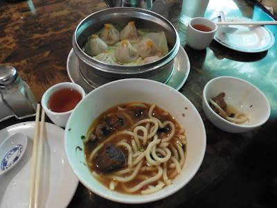 ónde comer y gastronomía en Nueva York: Tallarines en Nice Green Bo Restaurant.