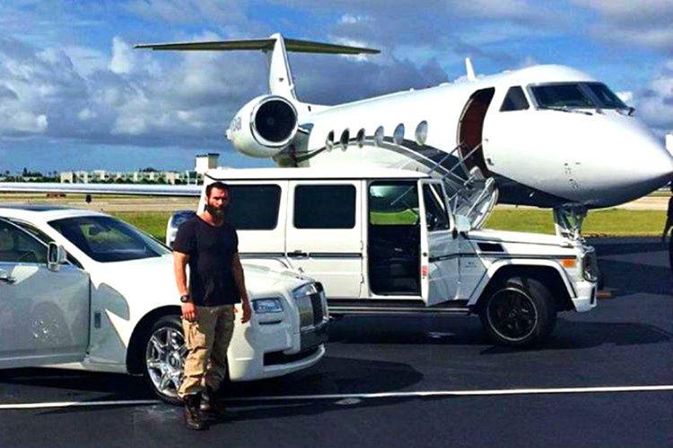 Dan Bilzerian'ın sadece 360 adet üretilen, 1988 model özel yapım bir jet uçağı bulunuyor.