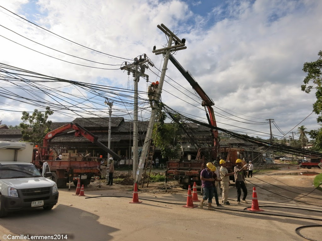 Electricity pole accident Choengmon