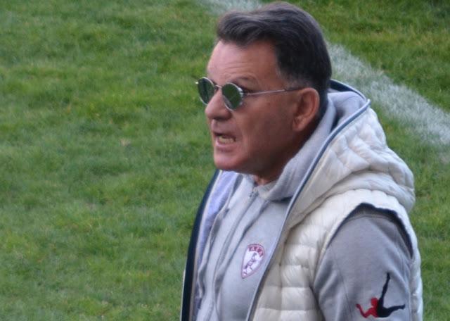 Άστραψε και βρόντηξε στους παίκτες της ΑΕΛ ο Αλέξης Κούγιας
