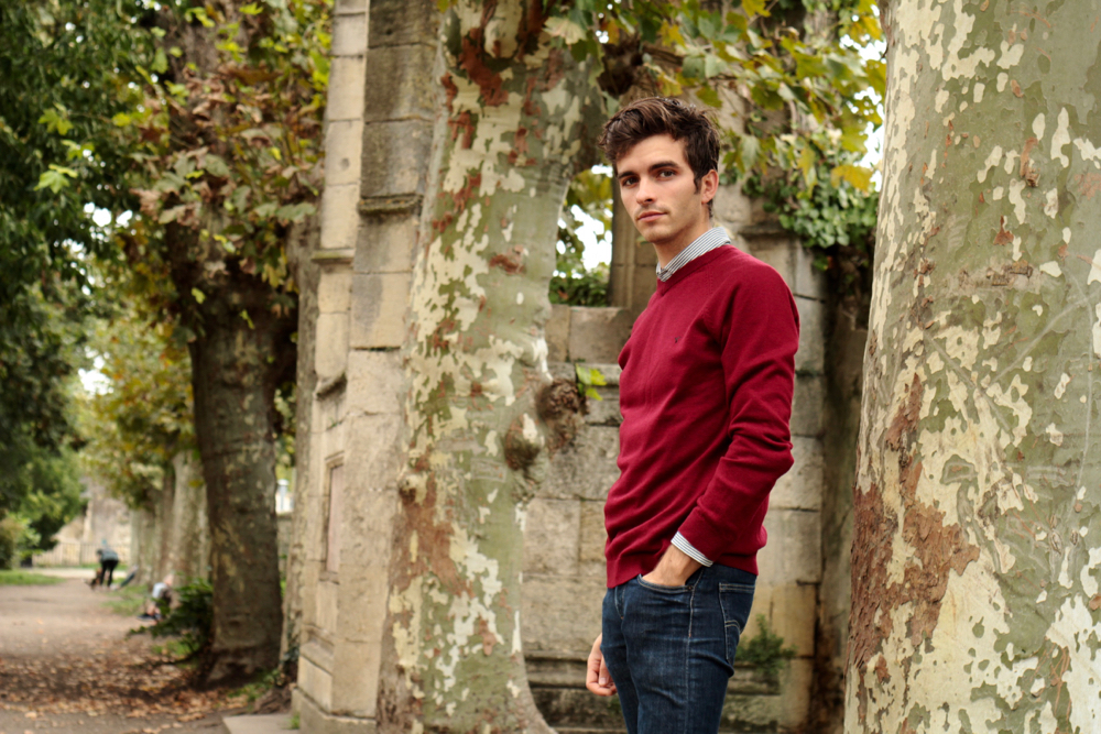 blog-mode-homme-style-bordeaux-paris-somewhere-pull-laine-rouge-col-v-chemise-rayee-jeans-skinny-brut-elegant-classique-chic-somewhere-