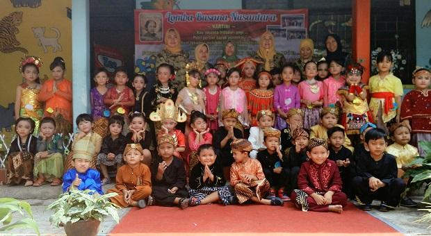 Meriahkan Hari Kartini, Pelajar TK Merpati Ciamis Gelar Fashion Show