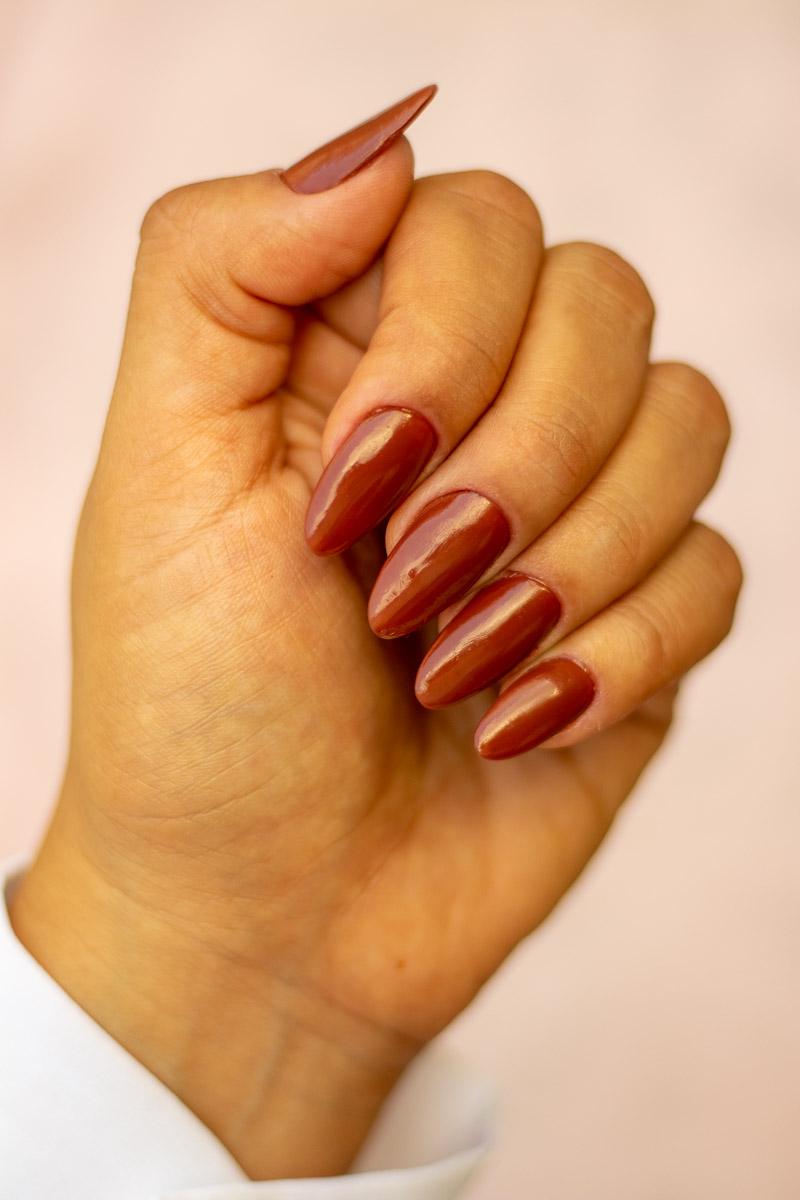 Esmalte de outono: Revlon TotallyToffee com alongamento em acrílico