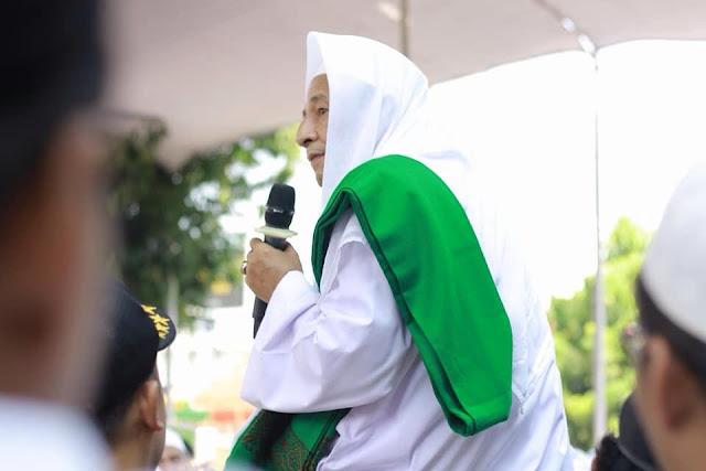 Habib Luthfi: Jangan Dipermasalahkan Bansernya, Tapi Pembawa Bendera Ormas Terlarang itu