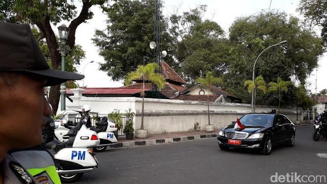 Pagi-pagi Jokowi Datang ke Keraton Yogya Temui Sultan HB X
