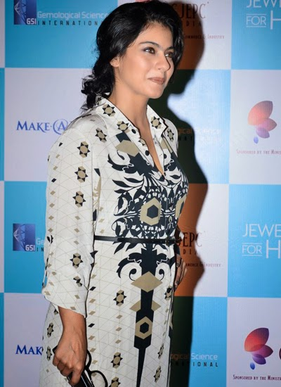 Kajol Devgan, Boman Irani and Siddharth Roy Kapur at GJEPC awards