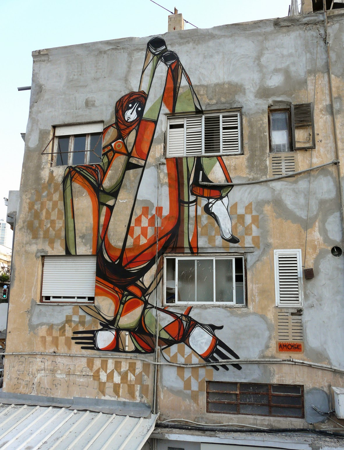 Amose is currently in Israel where he just finished working on this new street art piece on the streets of Tel-Aviv. 1