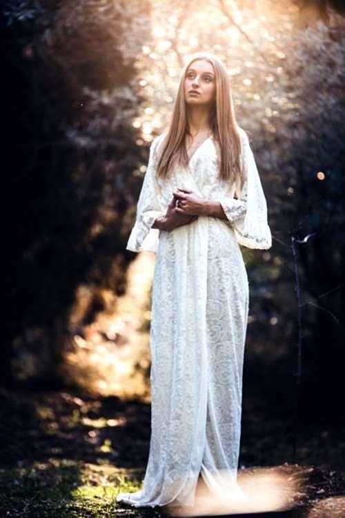 "RUBY BOUZIOTI: Δείτε το νέο της video για την διασκευή της στο ""Parisienne Moonlight"" των Anathema"