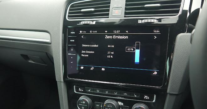 Volkswagen Golf GTE 2017 touchscreen