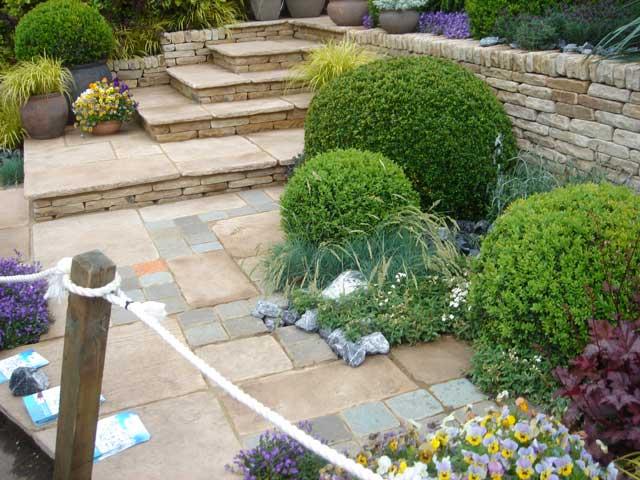 Immagini aiuole terrazzi e giardino for Idee x piccoli giardini