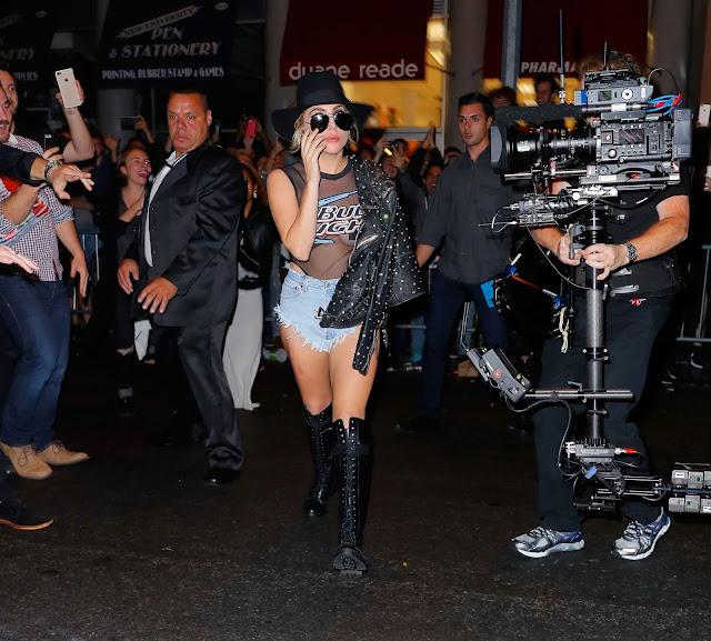 FOTOS HQ Lady Gaga llegando al The Bitter End Bar en Nueva York