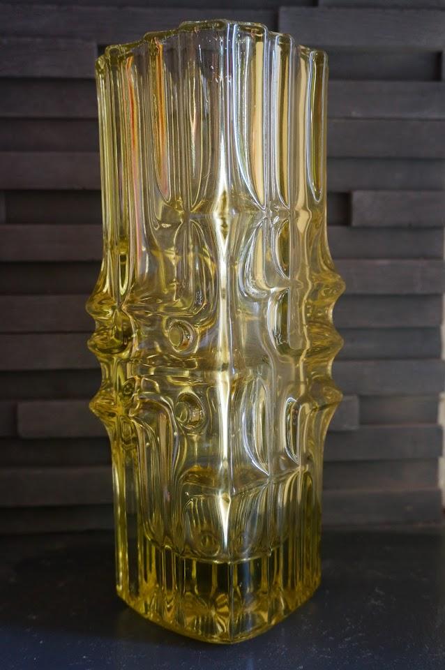 vase en verre sculptural 60s glass vase vintage