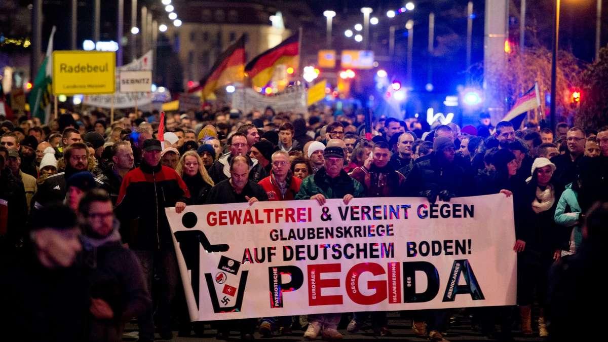 Ribuan Orang Gelar Protes Menentang Gerakan Anti-Islam Pegida