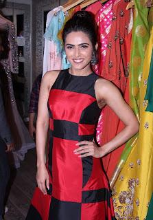 Madhurima Tulli Sizzles with Shriya Saran HQ Pics