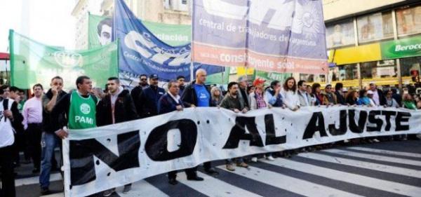 Trabajadores argentinos realizan paro por negociación salarial