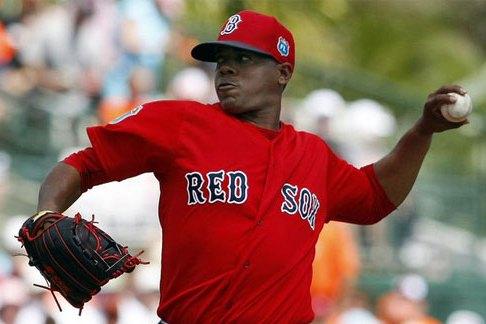 El cubano no ha lanzado en esta temporada para Boston debido a una lesión y el movimiento del equipo responde a la necesidad de hacer un espacio al pitcher Austin Maddox