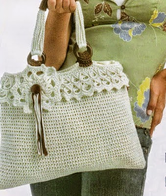 Bolso crochet con terminaciones en madera
