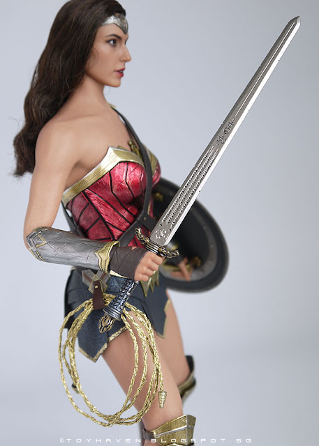 osw.zone Review II: Hot Toys Dawn of Justice 1 / 6th Scale Gal Gadot as Wonder Woman Collector Figure