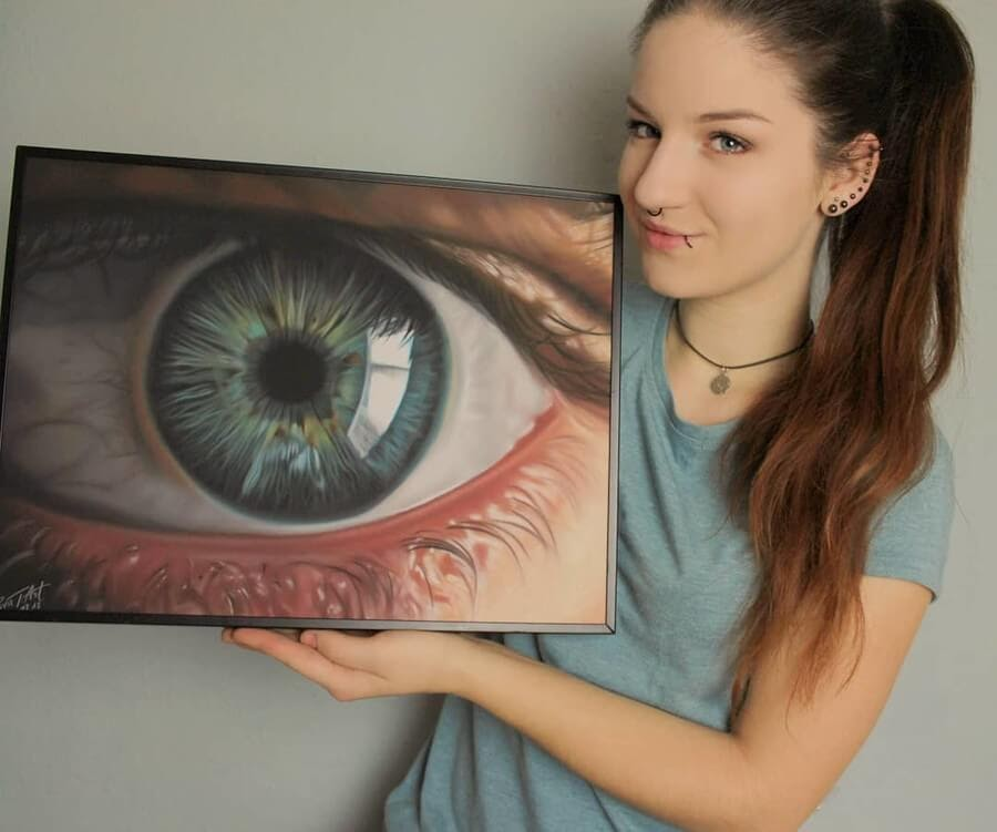 11-Human-Eye-10-Svea-T-Animal-Portrait-Drawings-and-an-Eye-www-designstack-co
