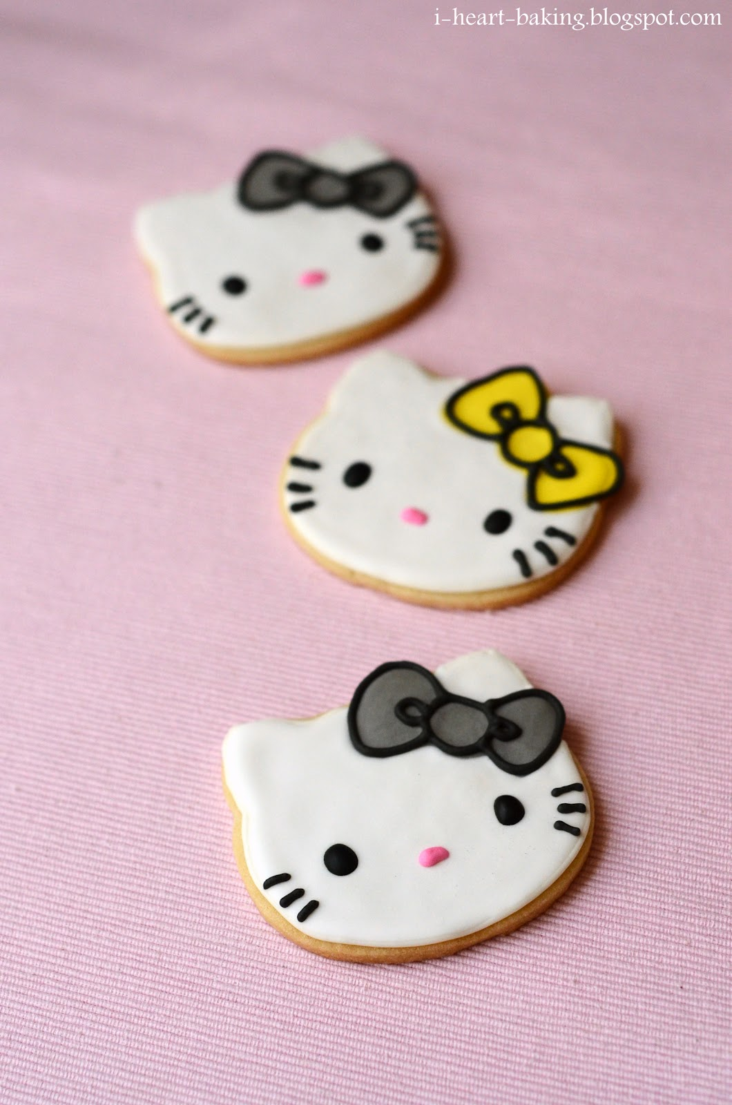 Hello Kitty Tarot Deck: I Heart Baking!: Hello Kitty Cookies