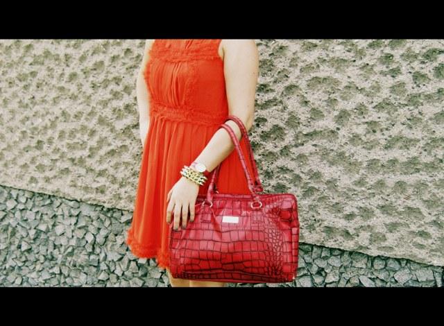 8c59812bb09b7 czerwona sukienka - Atmosphere z SH złote sandałki - H M torebka Belive -  AVON zegarek Belive - AVON złota bransoletka z kolcami - iloko.pl - KLIK