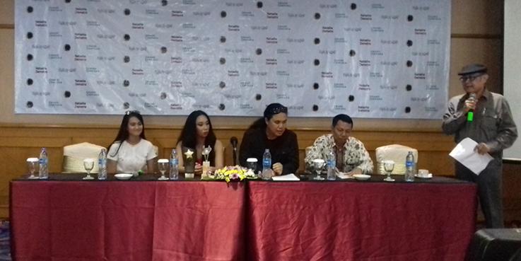 Natasha Dematra (ke-2 dari kiri) dalam acara Syukuran Raih 5 Nominasi di Festival Film Bergengsi di London