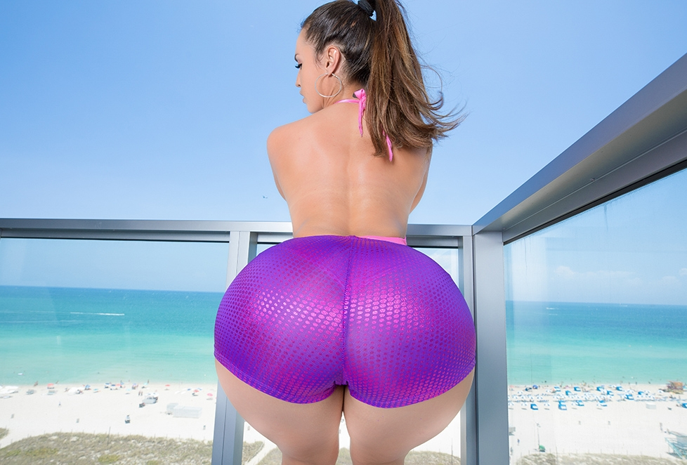 UNCENSORED [julesjordan]2017-10-06 Monroe Hanging Out In Miami Gets Caught In Hurricane, AV uncensored