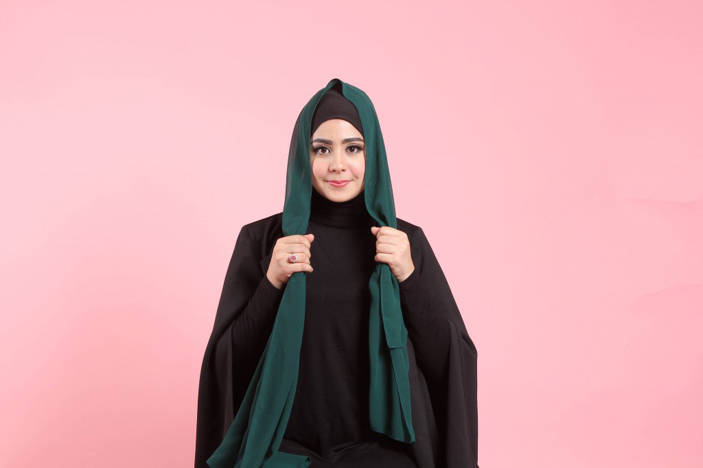 janda cantik pakai hijab dan manis