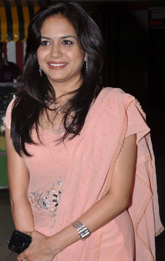 Singer Sunitha Hot Photos In Pink Saree