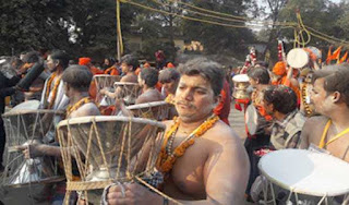 bholanath-s-darmoo-increased-in-the-waves-of-the-ganges