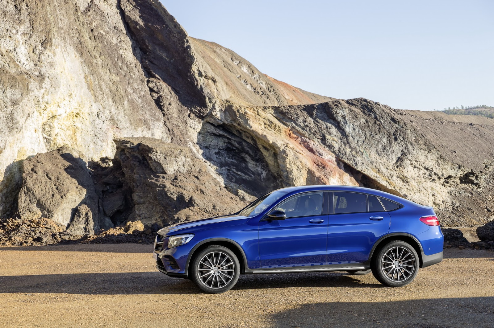 New mercedes benz glc coupe for those who place style over for Mercedes benz rt 22