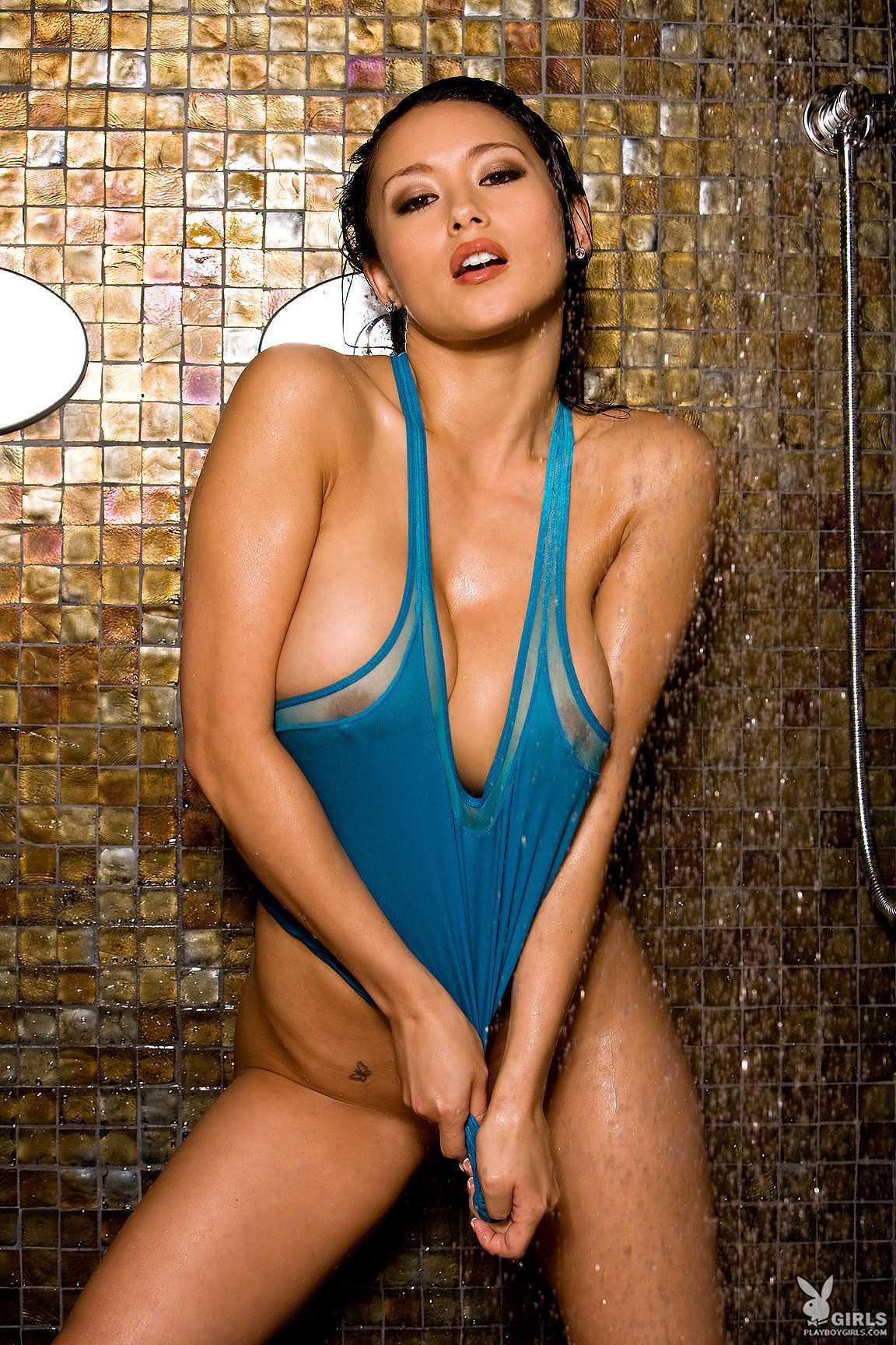 model seksi asia suka basah basahan   payudara toket gede