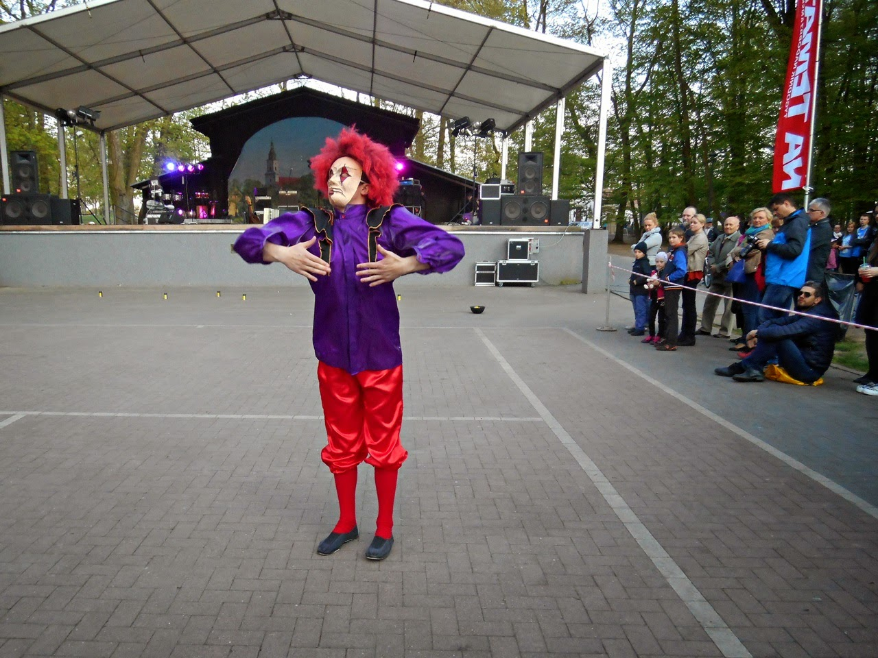 park w Wolsztynie, scena, teatr uliczny, Kalejdoskop