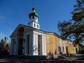 Костянтинівка. Церква св. Іоанна Кронштадського. Колишній кінотеатр «Комсомолець»