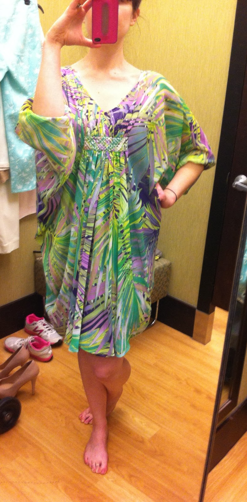 I Know Am Crazy But Love This Short Caftan Dress It Is So Summery Ready For A Beach Pool Party Tropical Wonderfulness