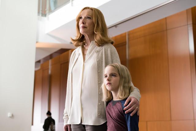 Lindsay Duncan (Evelyn) et Mckenna Grace (Mary) dans Mary, de Marc Webb (2017)