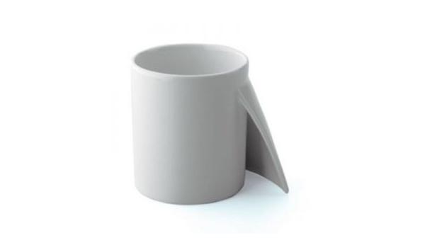 Taza con apariencia de papel desdoblando