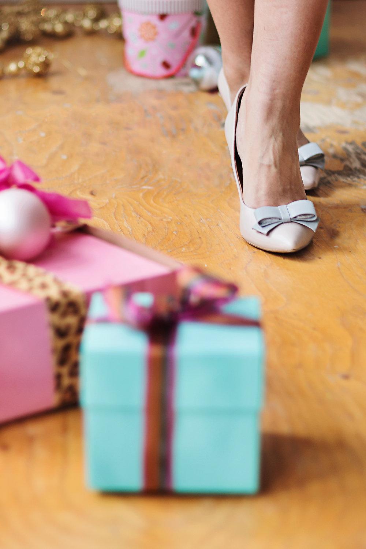 bijuleni- bow heels