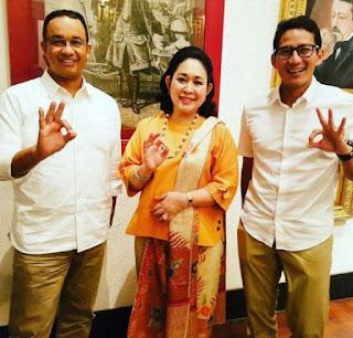 Arti Salam 3 Jari Foto Bersama Titiek Soeharto Bersama Anies - Sandi.
