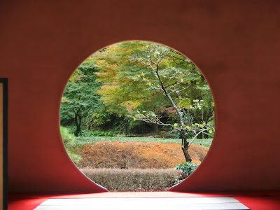 明月院の丸窓