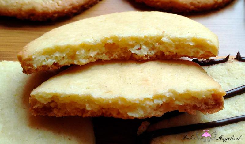 Receta casera de las galletas de naranja y coco