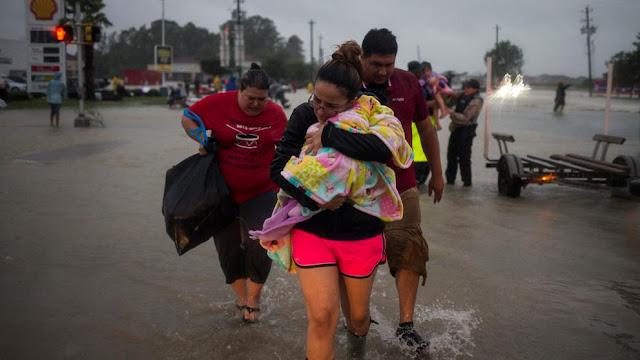 """Harvey se fortalece de nuevo frente a Texas, donde deja lluvias """"mortales"""""""