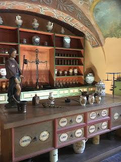 金の鷲薬局博物館展示