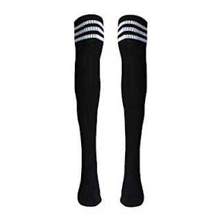 Fashion struggles for short girls:Knee high socks becomes thigh high socks for you