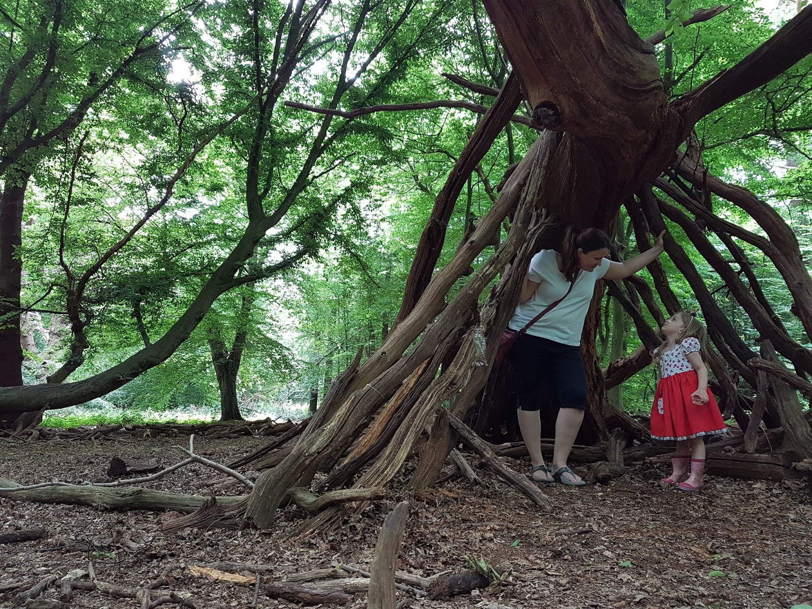 mum and daughter at epping forest tree branch hut