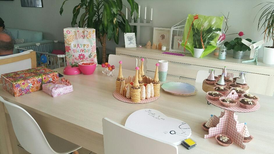 le 1er anniversaire de ma princesse woody beauty. Black Bedroom Furniture Sets. Home Design Ideas